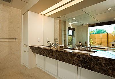 和モダンな洗面室